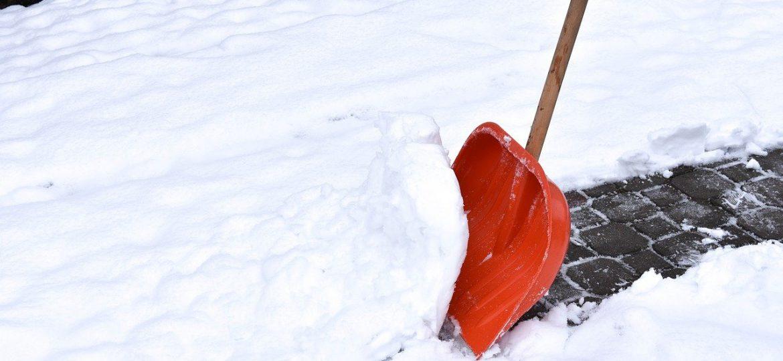 Przypominamy o konieczności odśnieżania dachów i chodników oraz usuwania tworzących się sopli lodowych
